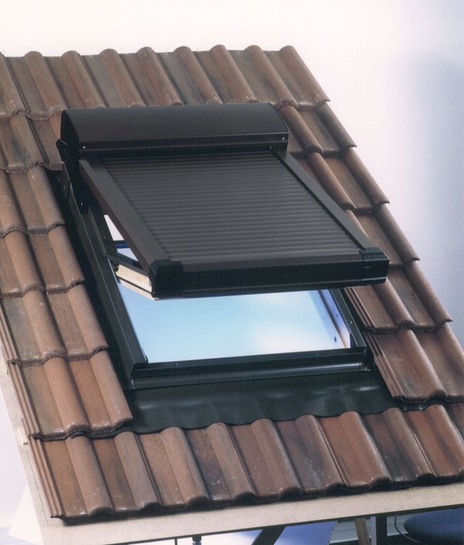Atix s velux ggl roof window shutter for Velux window shades